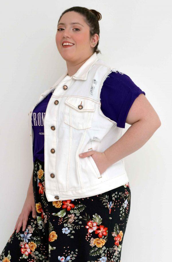 colete-branco-jeans-cobre-fact-blossoms-plus-size